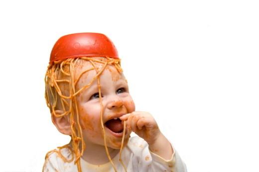 bebe_espaguetis_cabeza